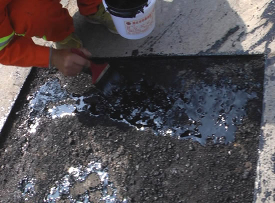 山东德州坑槽处理界面剂刷涂现场