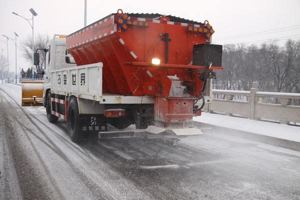 山东高速融雪剂除雪施工案例