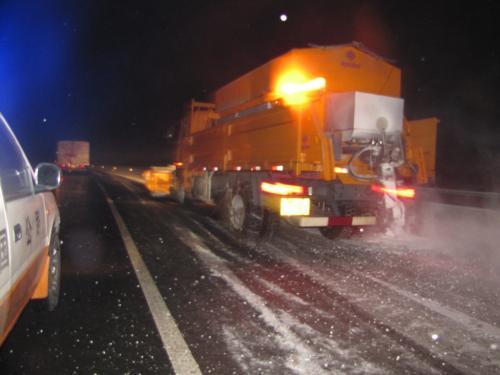 陕西高速公路汽车喷洒融雪剂除雪