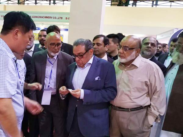 巴基斯坦卡拉奇市市长亲临公司展位了解产